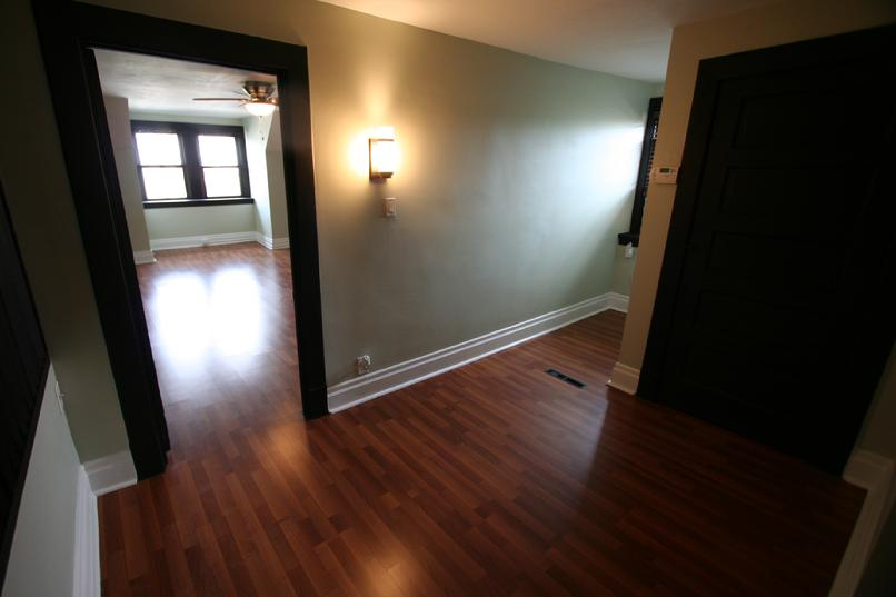 STUDIO APARTMENT ONLY 5 MINUTES FROM DOWNTOWN PITTSBURGH